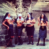 Monjas Sexis (106)
